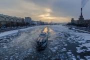 Огромное пятно на Москве-реке удалось ликвидировать, но его происхождение неизвестно