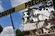 Мексиканцы рискуют жизнью, чтобы спасти имущество из разрушенных землетрясением домов
