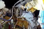 Космонавты осмотрели отверстие в обшивке «Союза»